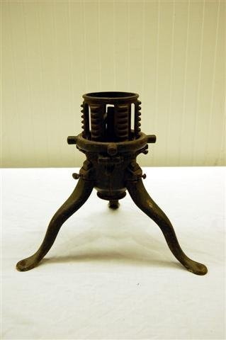 20: VINTAGE CAST METAL TREE STAND BY AMERICAN MACHINE C