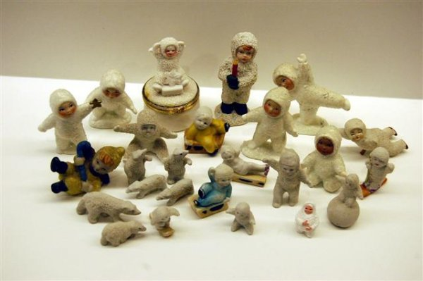 22: LOT OF (25) VINTAGE SNOW BABIES -  INCLUDING ONE BO