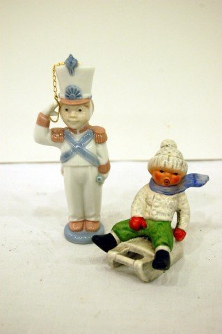 222: TWO SMALL CHINA FIGURINES - LLADRO TOY SOLDIER - 5