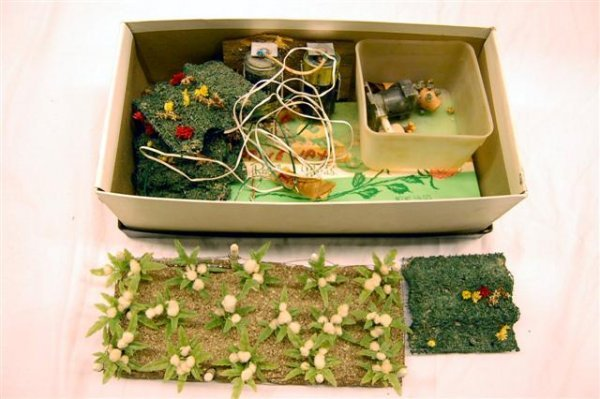 301: LOT OF DOLLHOUSE LANDSCAPING ITEMS