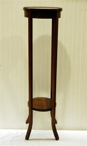 413: MAHOGANY HEPPLEWHITE STYLE ROUND SPLAY LEG FERN ST