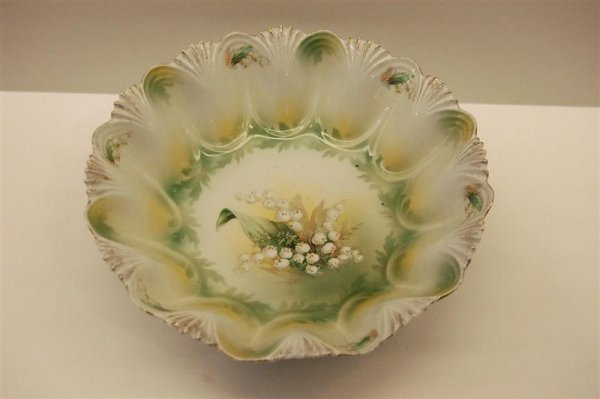 """Luster """"Lilly of the Valley"""" R.S. Prussia Bowl"""