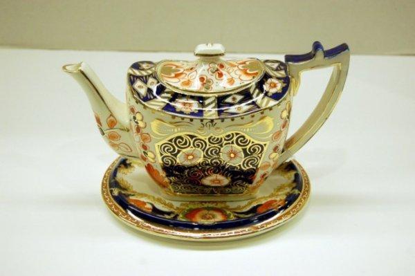 2: Gaudy Decorated English Teapot & Matching Trivet - t