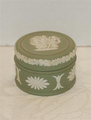"18: Small Wedgewood Box - Green & White - 1 3/4"" L"