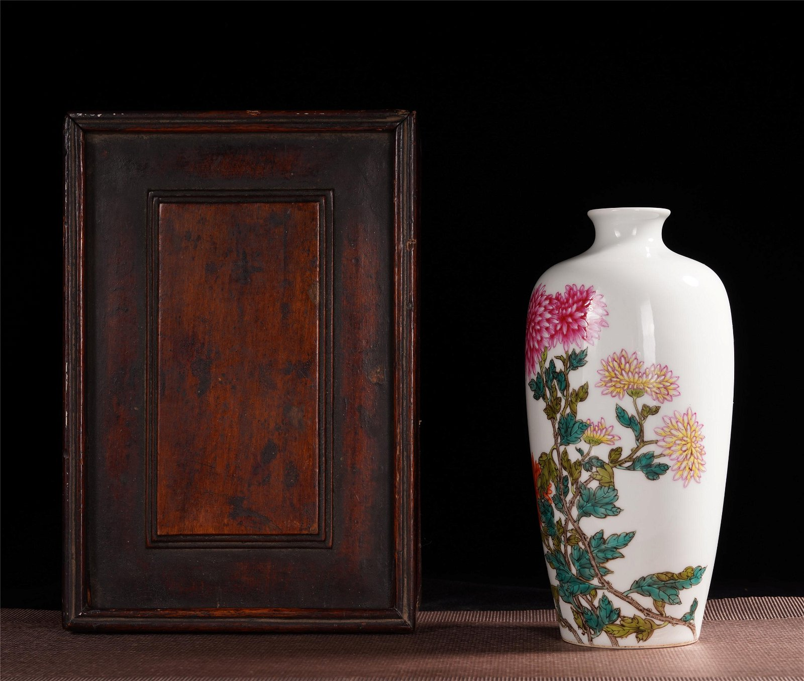 CHINESE FAMILLE ROSE FLOWER MEIPING VIEWS VASE