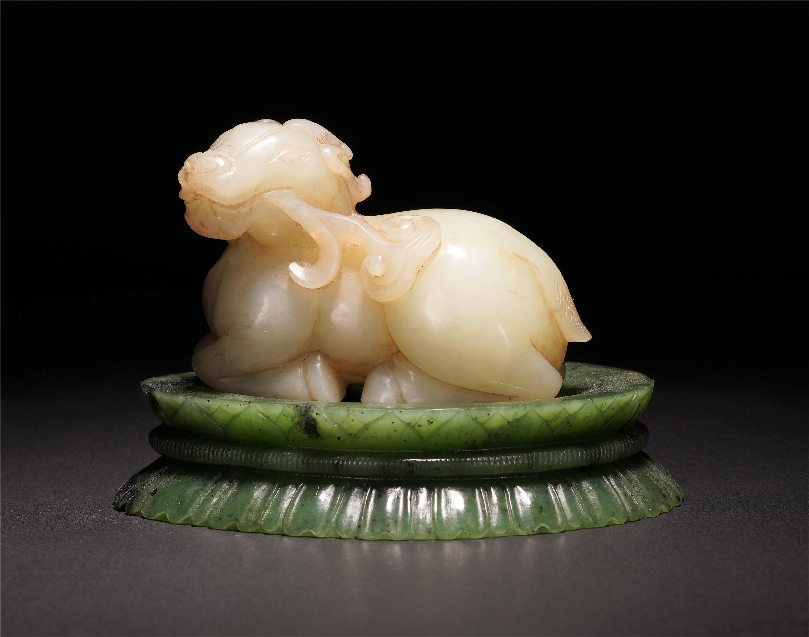 A CHINESE BEAST SHAPE WHITE JADE TABLE ITEM