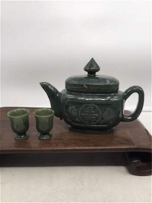 A GROUP OF CHINESE CARVED JASPER TEA POT AND CUPS