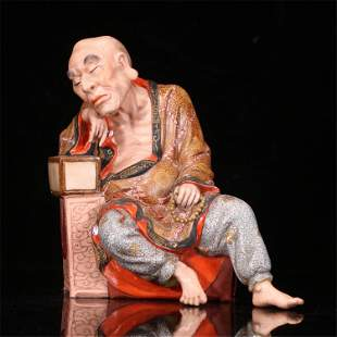 A CHINESE FAMILLE ROSE PORCELAIN FIGURE STATUE