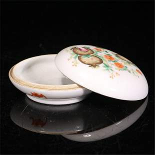 A CHINESE FAMILLE ROSE PORCELAIN SEAL PASTE BOX AND