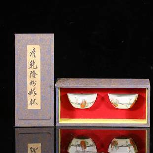 A PAIR OF CHINESE FAMILLE ROSE PORCELAIN FIGURE STORY