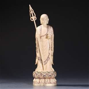 A CHINESE CARVED STATUETTE OF BUDDHA