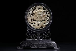 A CHINESE JADE INLAID HARDWOOD TABLE SCREEN