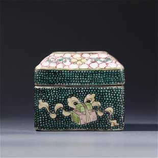 A CHINESE FAMILLE ROSE PORCELAIN BOX AND COVER