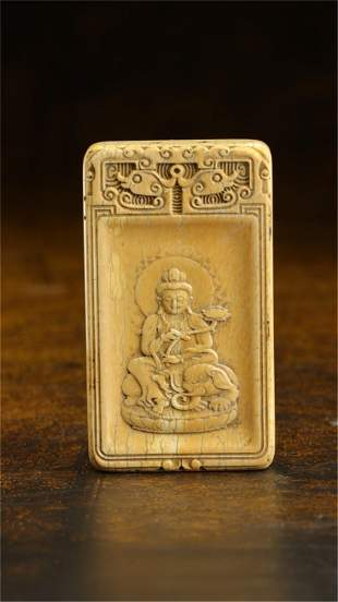A CHINESE CARVED BUDDHA PENDANT