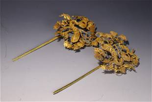PAIR OF HARD STONE INLAID GOLD HAIRPINS