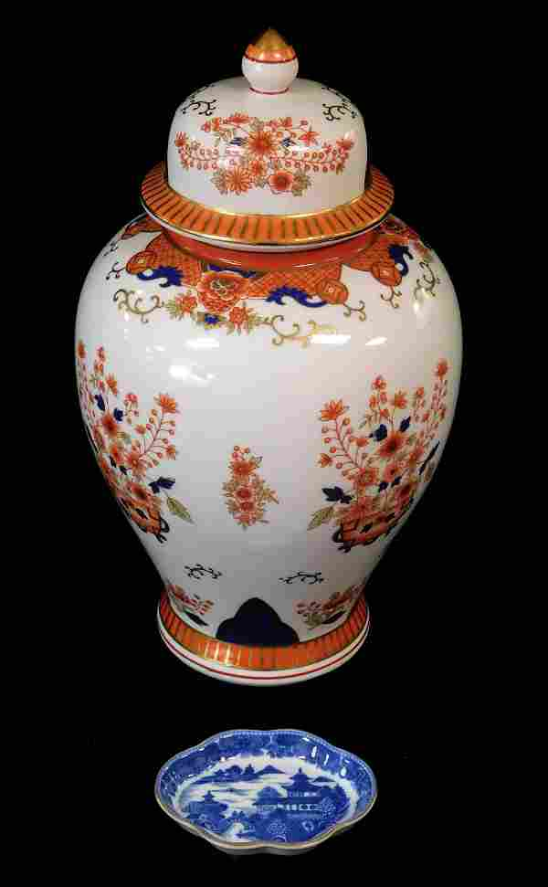 Mottahedeh covered urn and small dish, urn with Imari