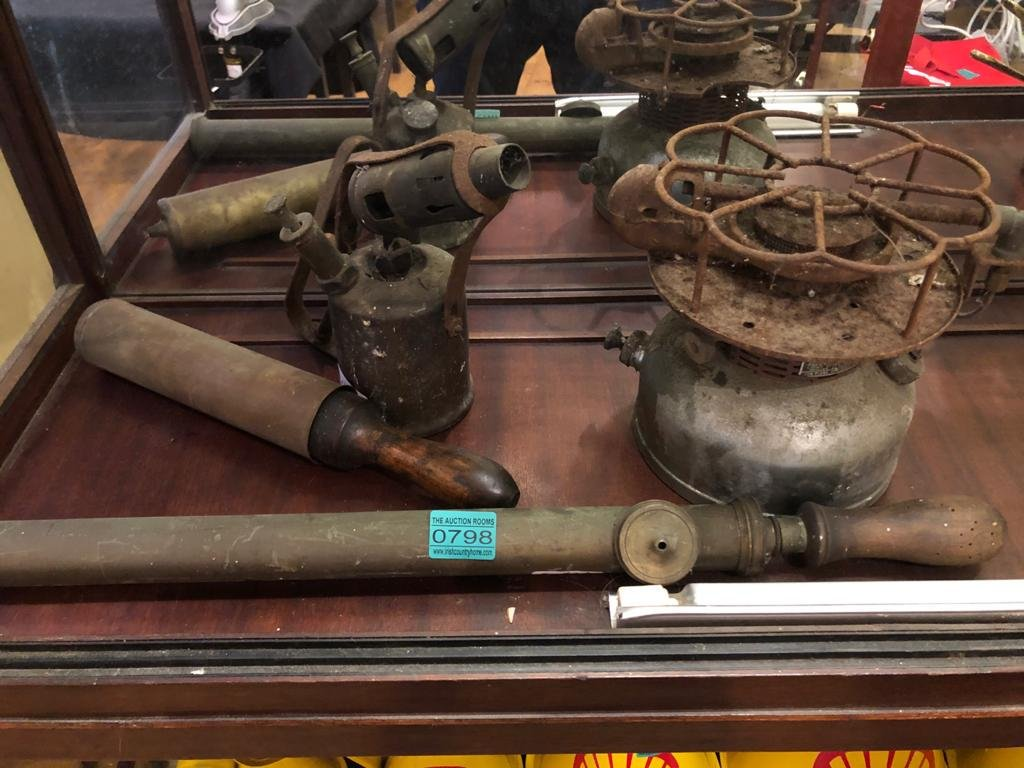 4 x Copper and Brass items - Blow Lamp, Grease Gun,