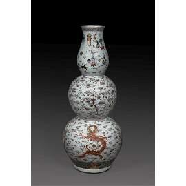 EXCEPTIONNEL VASE de forme triple gourde, en porcelaine