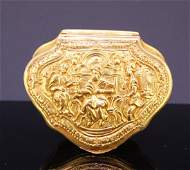 18th CENTURY TRIANGULAR 18-KT GOLD SNUFFBOX