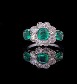 ANTIQUE COLOMBIAN EMERALD AND DIAMOND CLUSTER RING,