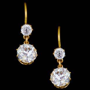 PAIR OF DIAMOND DROP EARRINGS