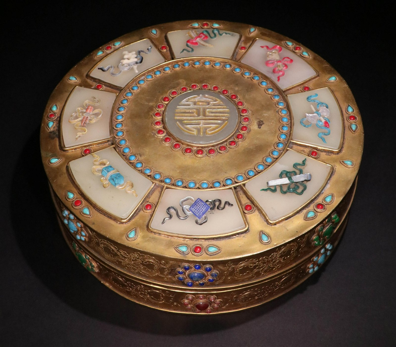 A CHINESE GILTING BRONZE BOX WITH LID