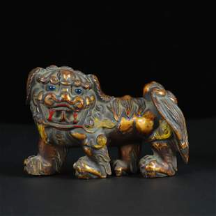RED LION WOOD CARVING IN EARLY QING DYNASTY