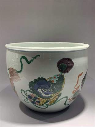 The colorful lion jar of Kangxi in Qing Dynasty