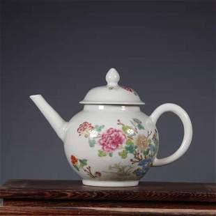 AN EARLY QING DYNASTY FAMILLE ROSE PEONY PATTERN TEA