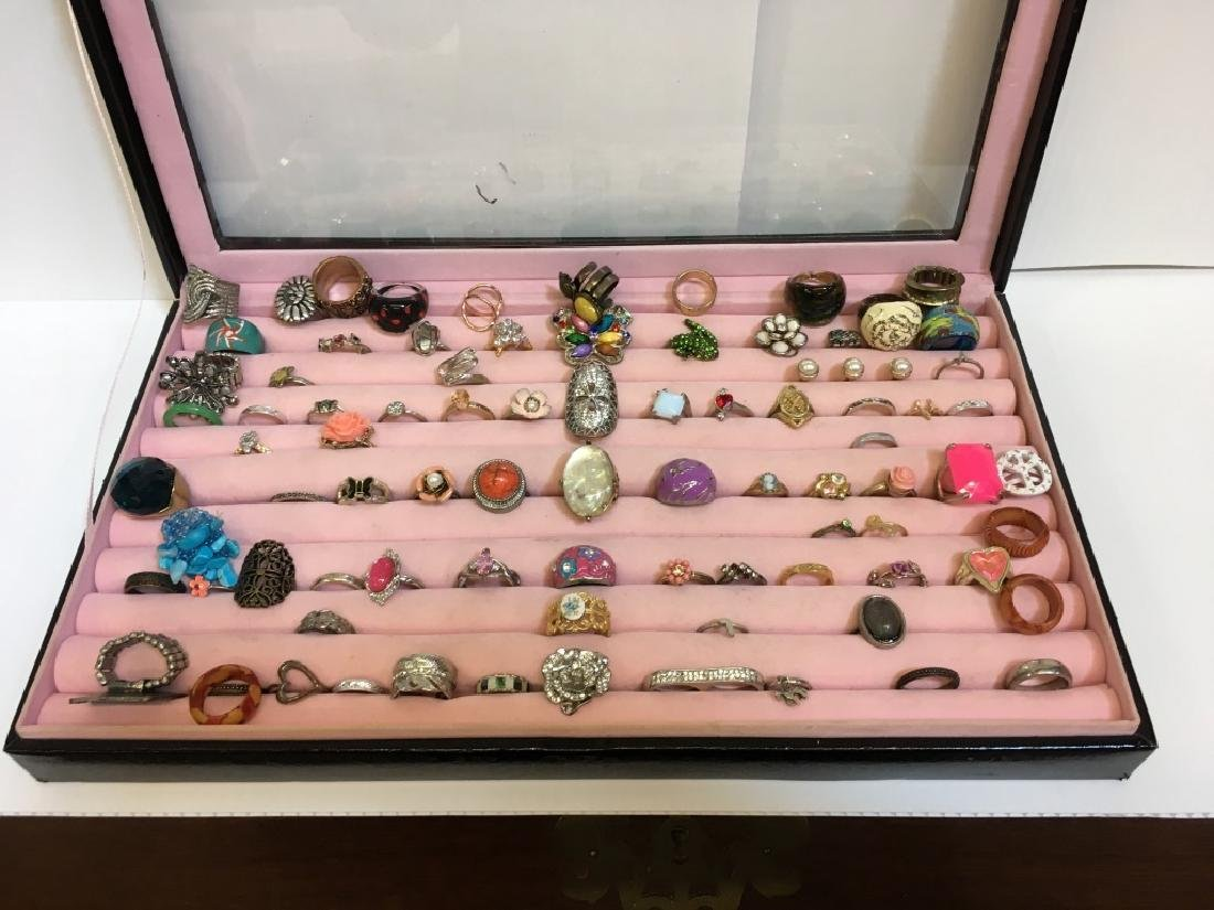 LARGE ASSORTMENT OF LADY'S FASHION RINGS