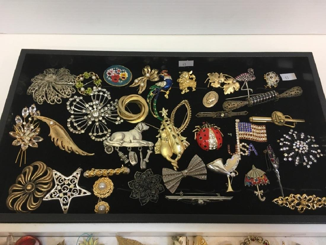 LARGE ASSORTMENT OF COSTUME JEWELRY PINS - 2
