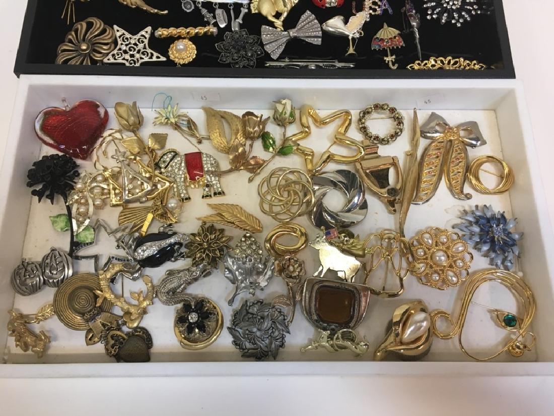 LARGE ASSORTMENT OF COSTUME JEWELRY PINS - 3