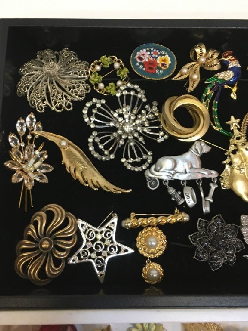 LARGE ASSORTMENT OF COSTUME JEWELRY PINS - 4