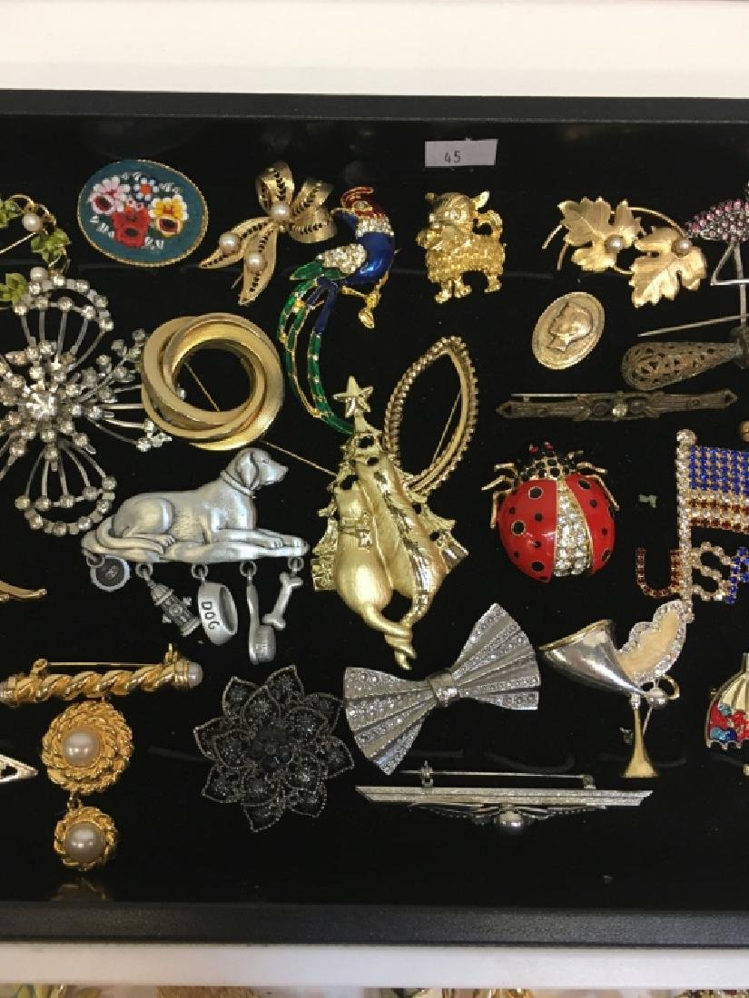 LARGE ASSORTMENT OF COSTUME JEWELRY PINS - 5