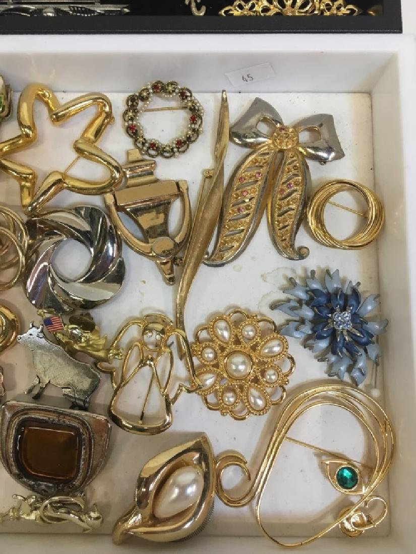LARGE ASSORTMENT OF COSTUME JEWELRY PINS - 9