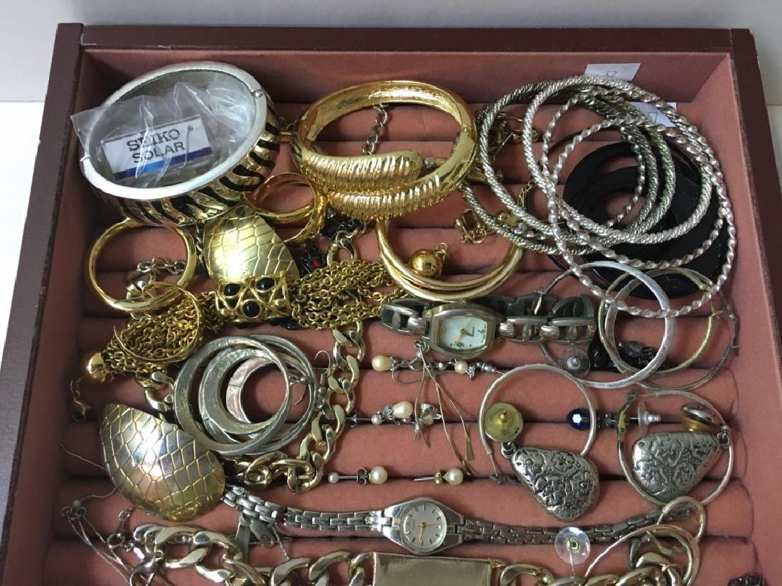 LARGE ASSORTMENT OF COSTUME JEWELRY - 3