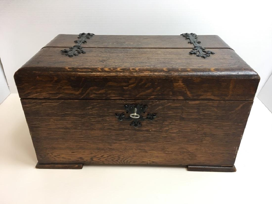 ENGLISH OAK TABLE TOP LIDDED CHEST