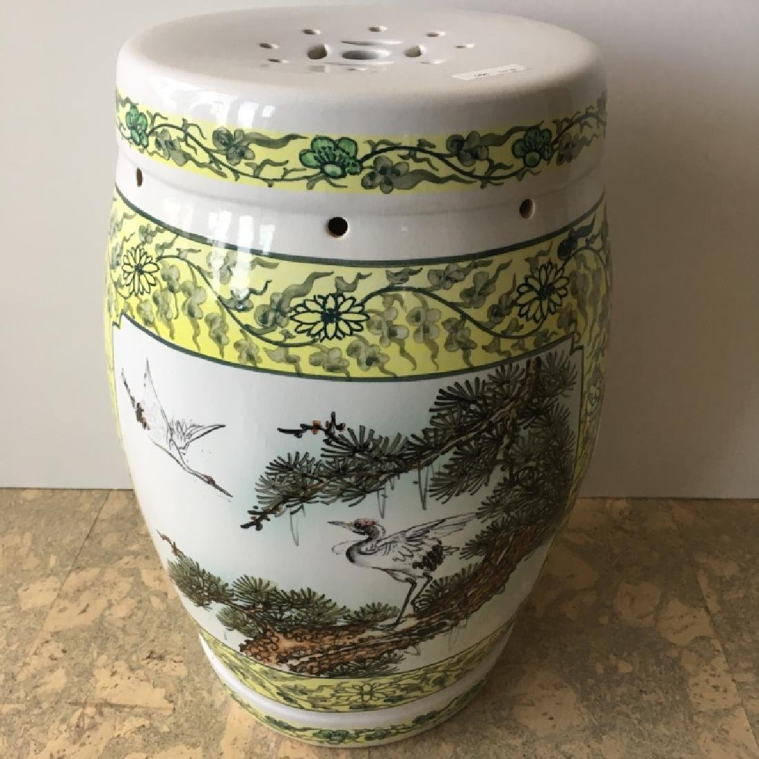 CHINESE CERAMIC HAND PAINTED GARDEN STOOL