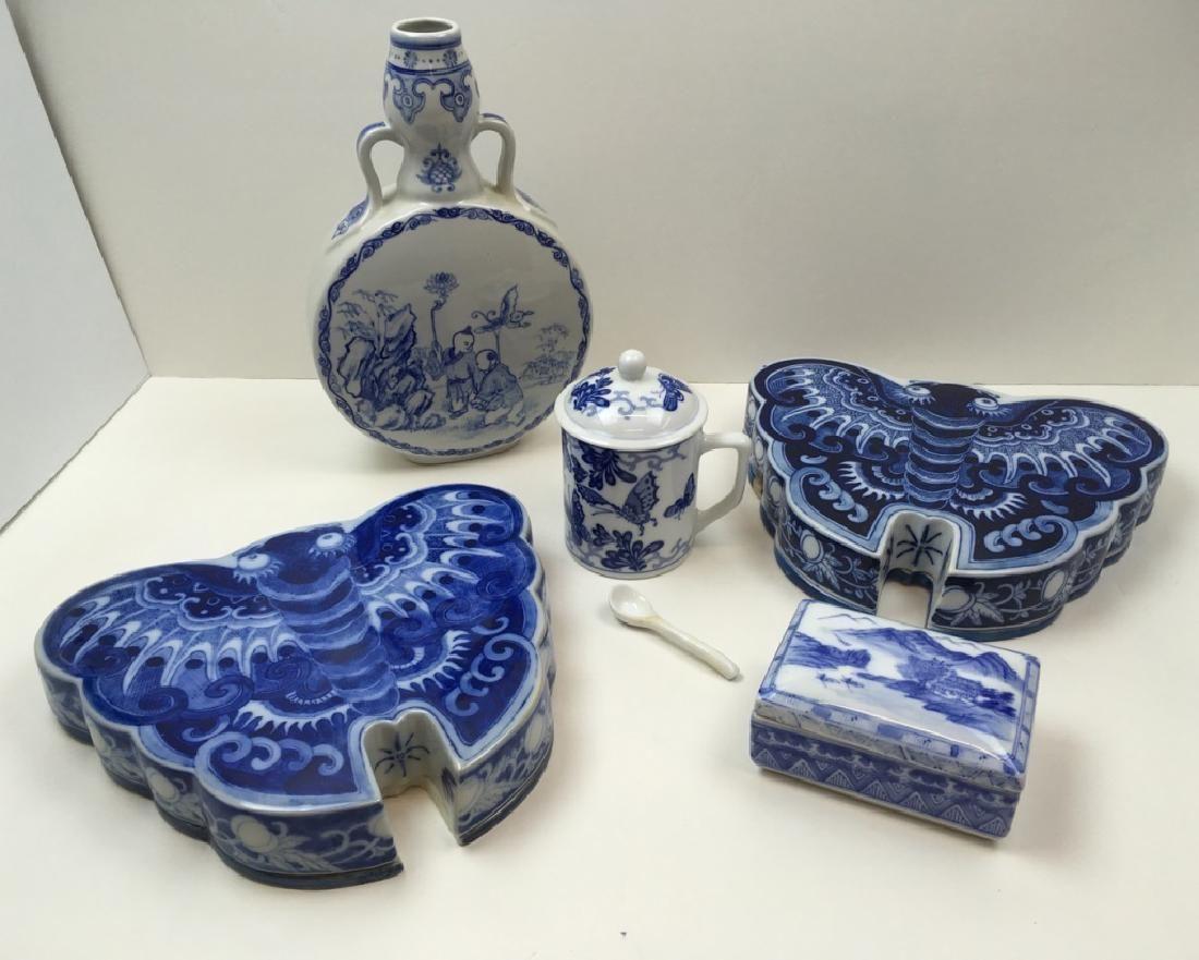 5 PCS OF CHINESE BLUE & WHITE DECORATIVES