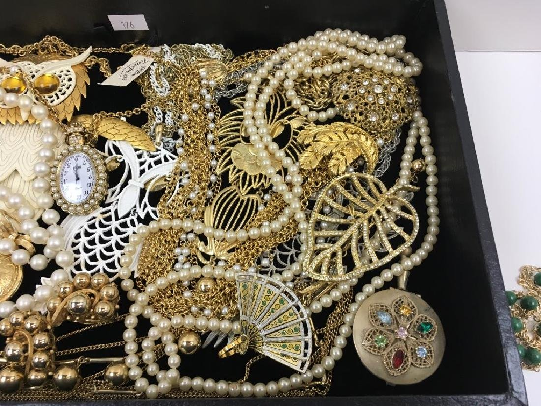 ASSORTED VINTAGE & FASHION COSTUME JEWELRY - 2