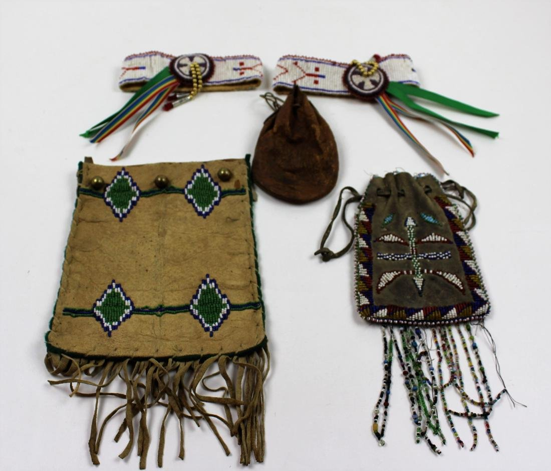 FIVE PIECES NATIVE AMERICAN - BEAD & LEATHER