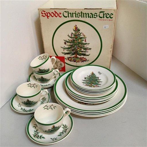 Spode Christmas Plates.Spode Christmas Tree 20 Pc Starter Set