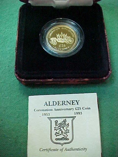 153C: British 1993 25 Pound Coin - Display Box is Damag