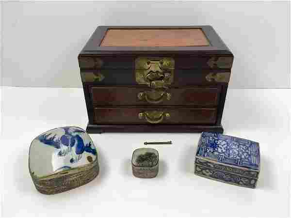 FOUR PCS OF CHINESE DECORATIVES