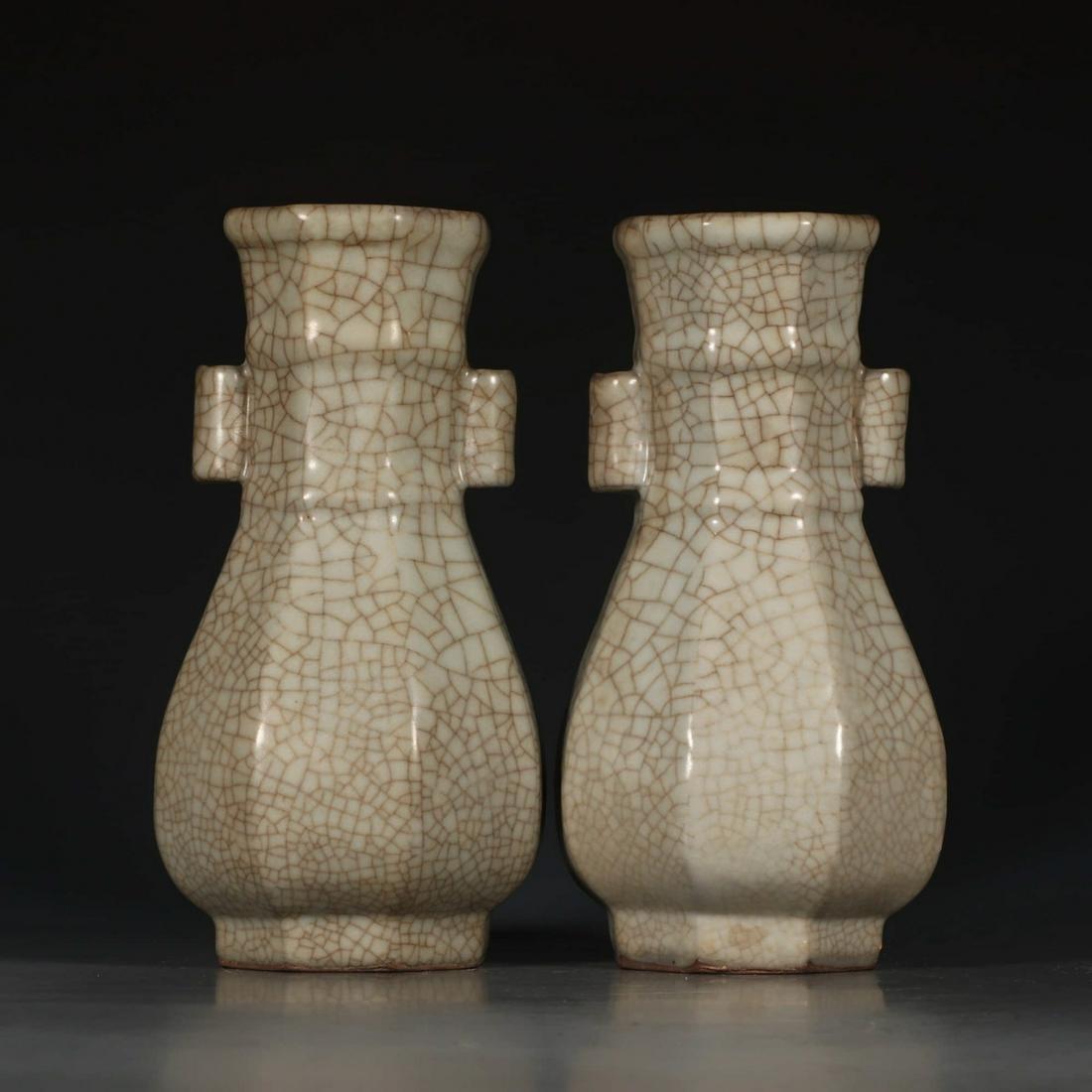 A Chinese Ge Kiln Porcelain Vase