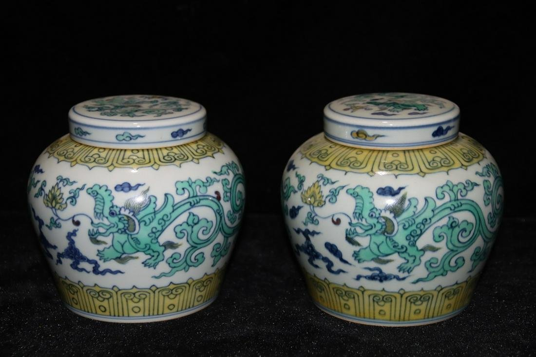 A Chinese Blue and White Floral Porcelain Caddy