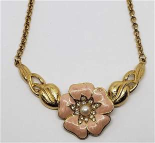 VINTAGE TRIFARI GOLD TONED FOLOWER NECKLACE