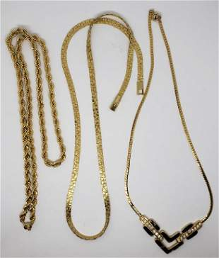 VINTAGE TRIFARI GOLD TONED NECKLACE WITH