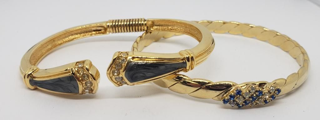 VINTAGE KENNETH J LANE GOLD TONED HINGED CUFF