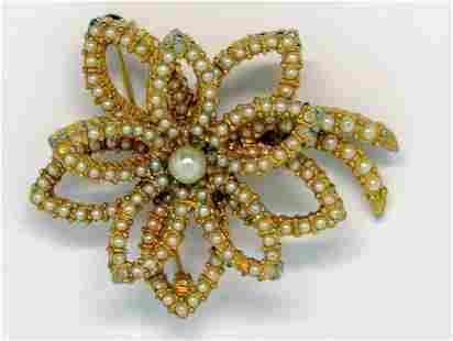 VINTAGE GOLD TONED FLOWER BROOCH WITH
